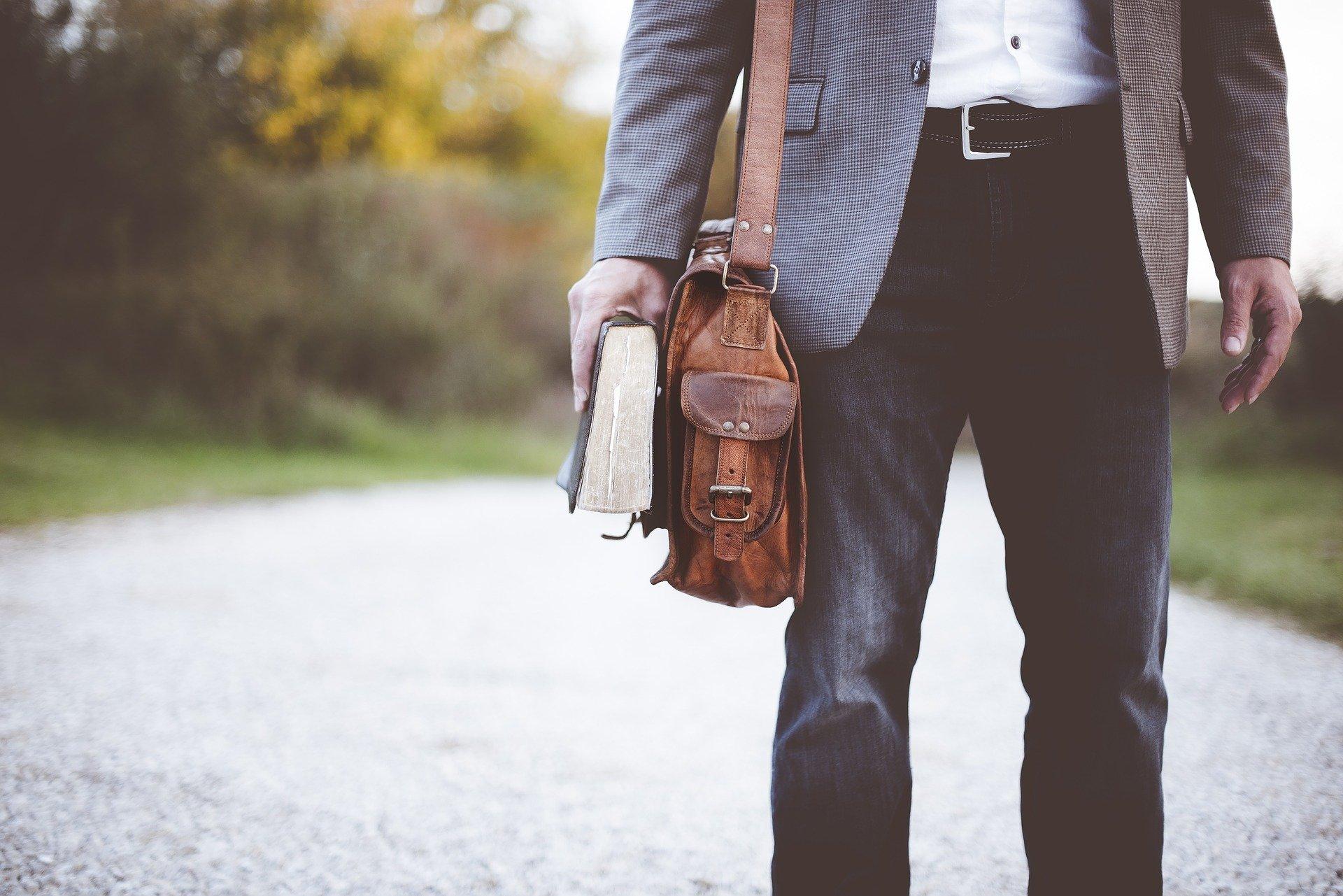 【転職面接】バッグ選びのポイントと面接に向かないNGバッグとは?