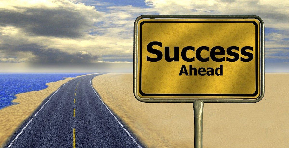経理のキャリアパスを解説 転職か昇進のどちらを選ぶ?の画像1